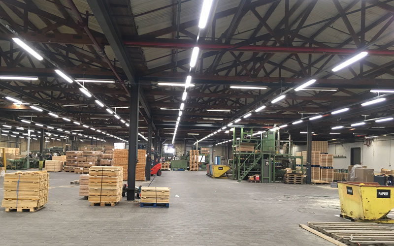 Verlichting en verdeelinrichting voor de industrie